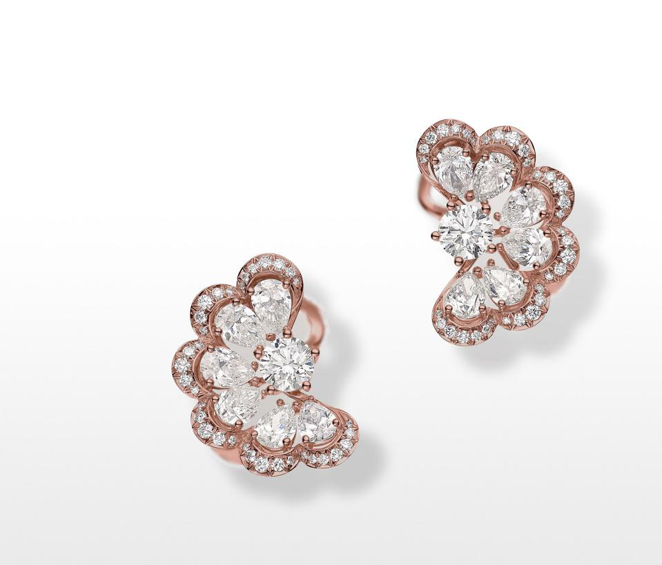 "Chopard ""Nuage"" earrings in ethical gold set with pear-shaped and brilliant-cut diamonds"