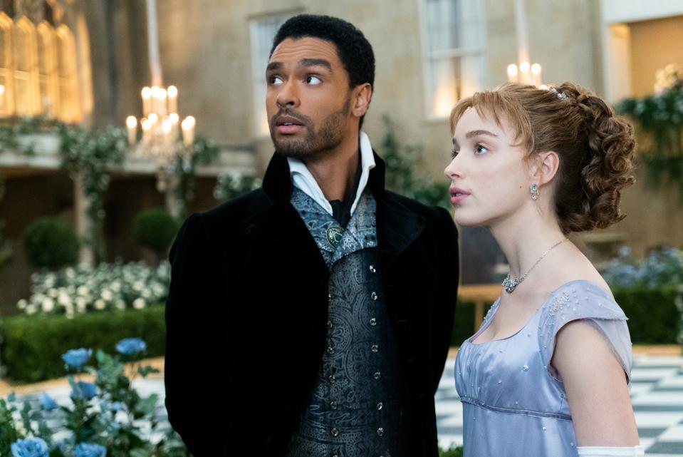 Regé-Jean Page (Duke of Hastings) and Phoebe Dynevor (Daphne Bridgerton) in ″Bridgerton″ on Netflix.
