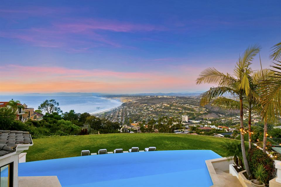 The view from the luxury home at 1904 Via Casa Alta in La Jolla, CA