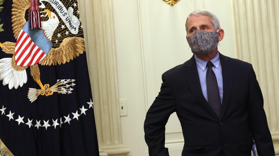 Dr. Anthony Fauci wearing mask at White House event