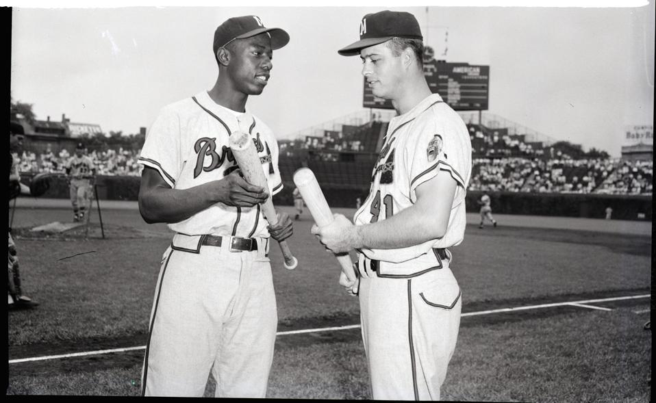 Hank Aaron & Ed Mathews Comparing Bats