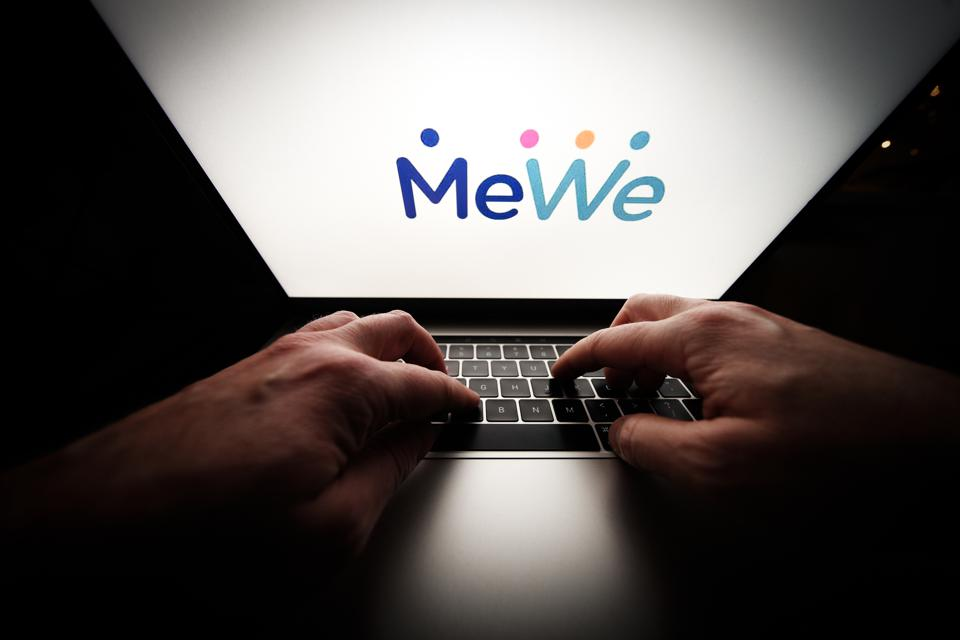 MeWe Beceomes Parler Alternative After Ban From App Stores