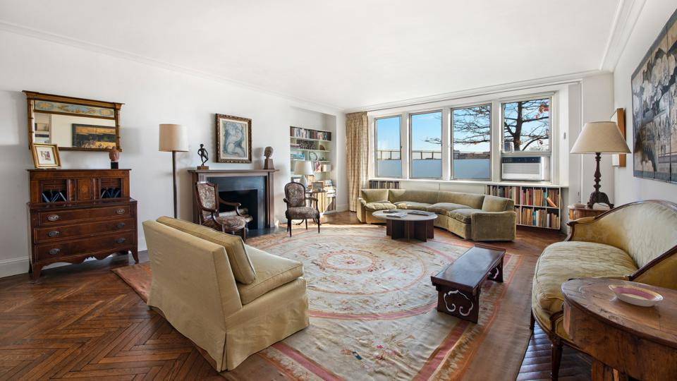living room inside maisonette 1c at 1 east end ave in yorkville nyc
