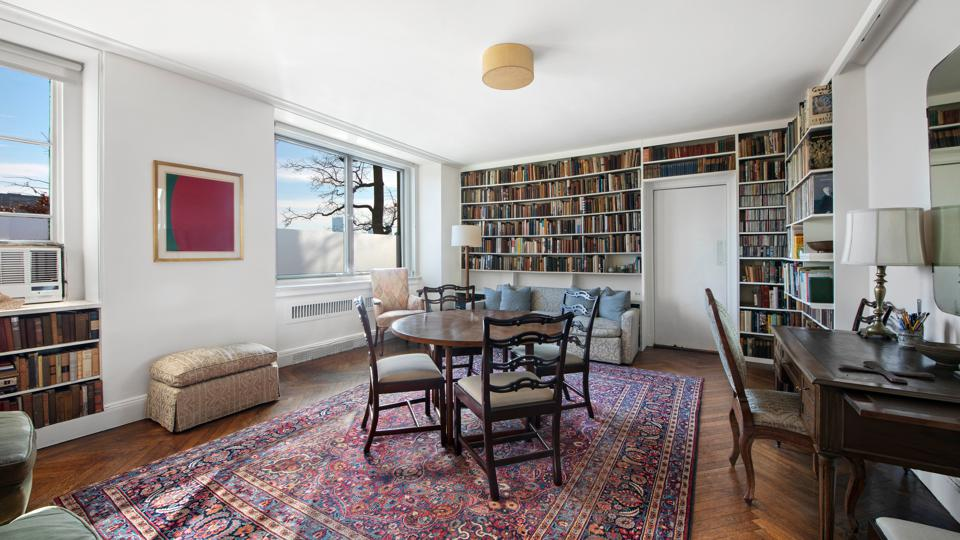 dining room in a Yorkville apartment 1 east end ave new york city
