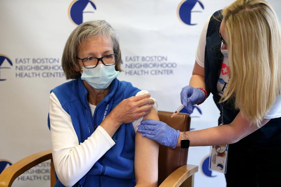 Moderna Covid-19 vaccine severe allergic reactions