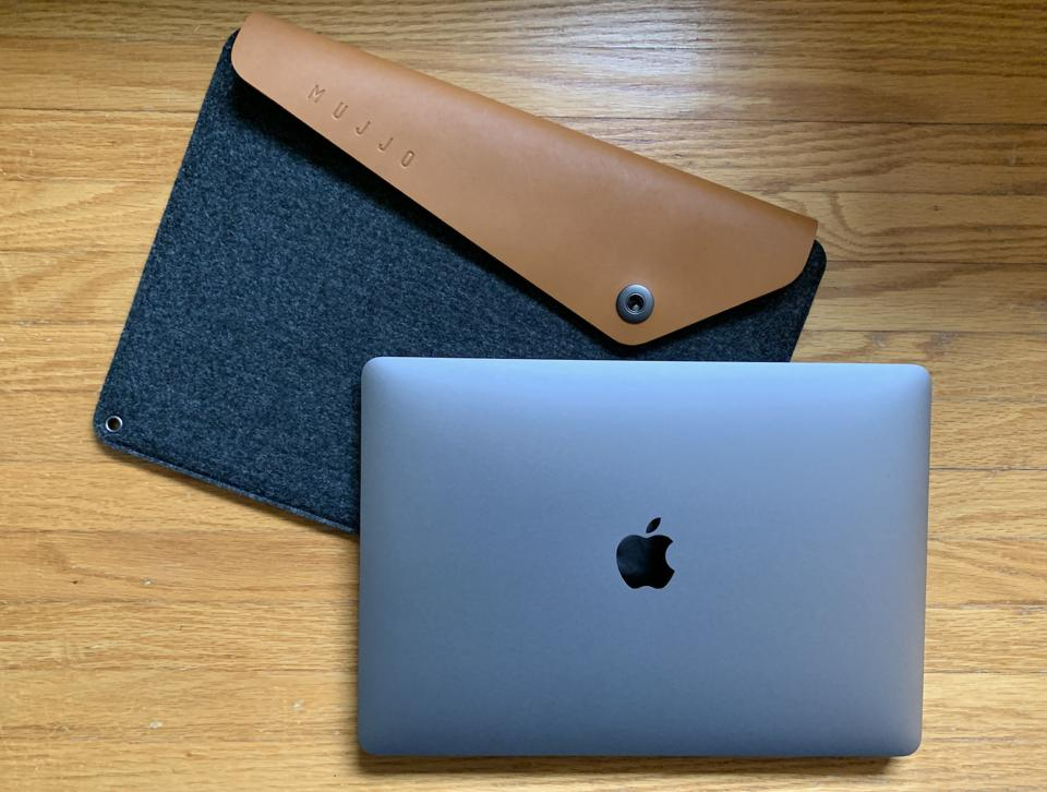 Mujjo Sleeve for MacBook Pro review