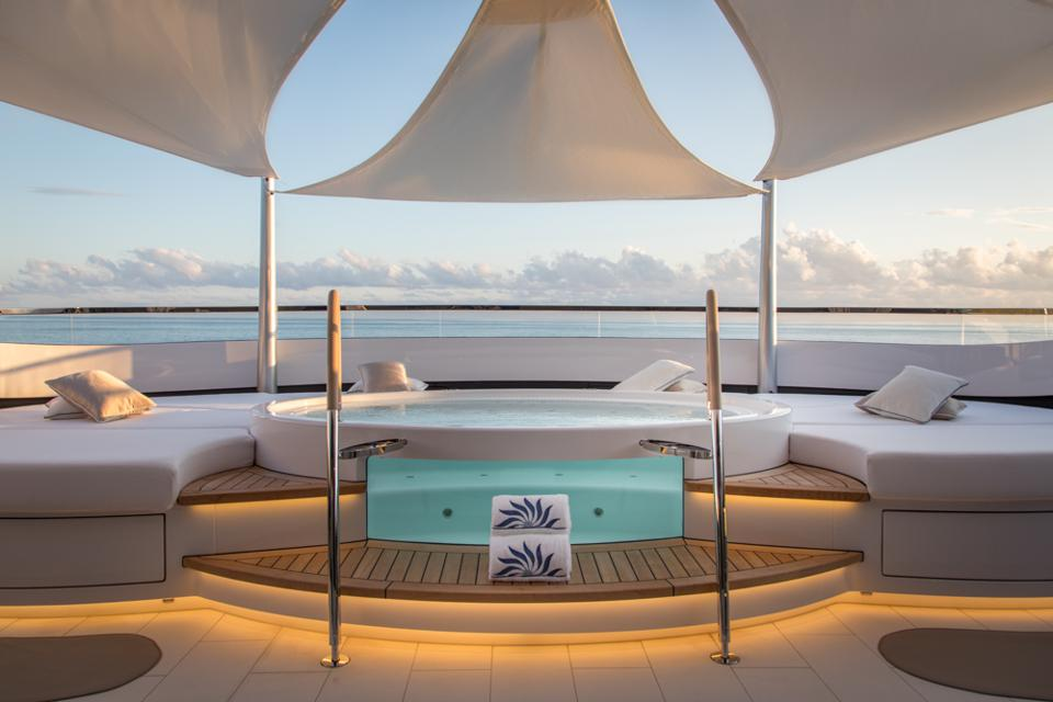 One of the sublime hot tubs onboard DAR