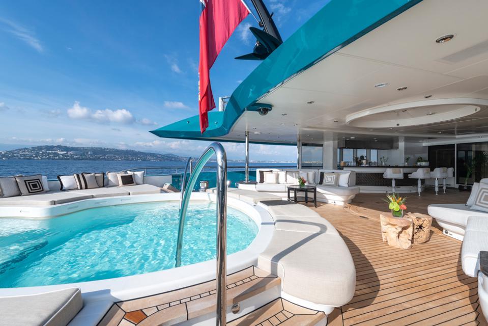 The pool onbard Sunrays