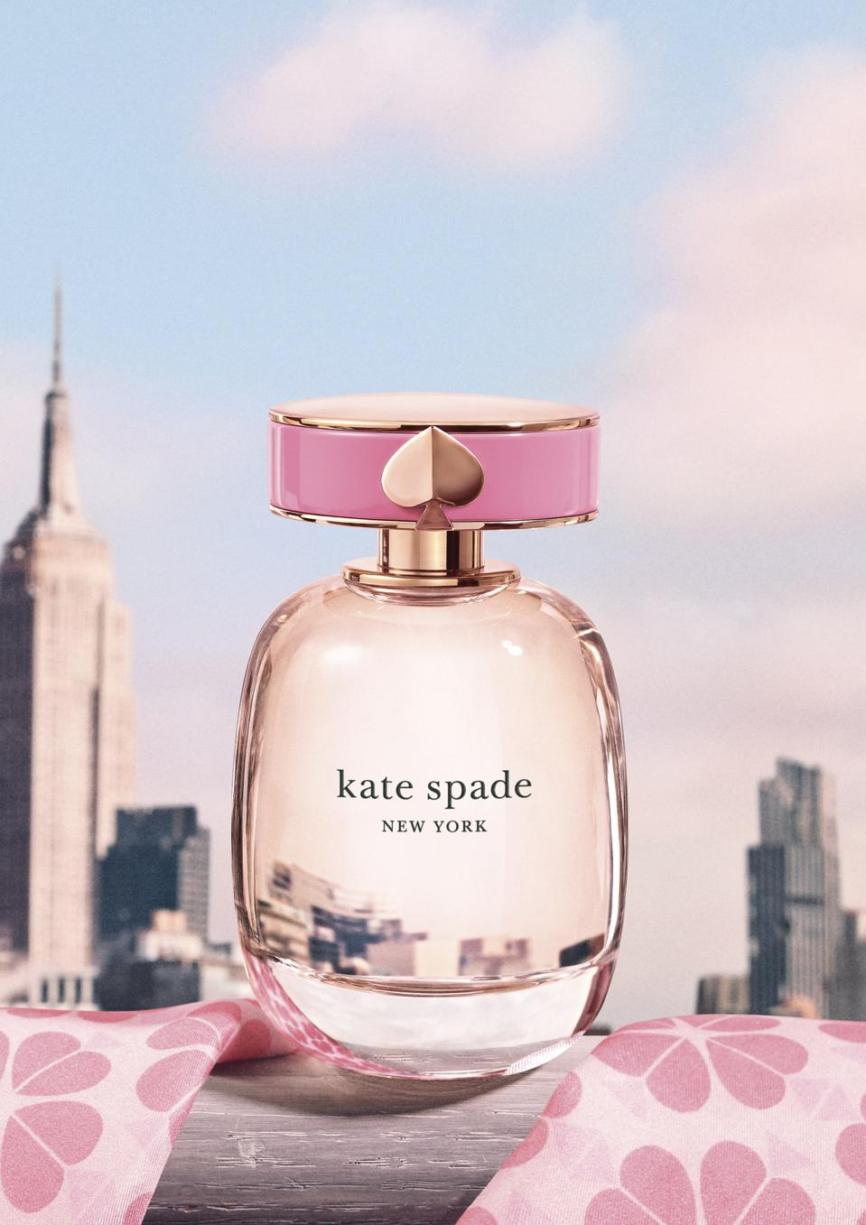 Kate Spade New York is a feminine fragrance, full of the energy and grace the brand embodies.