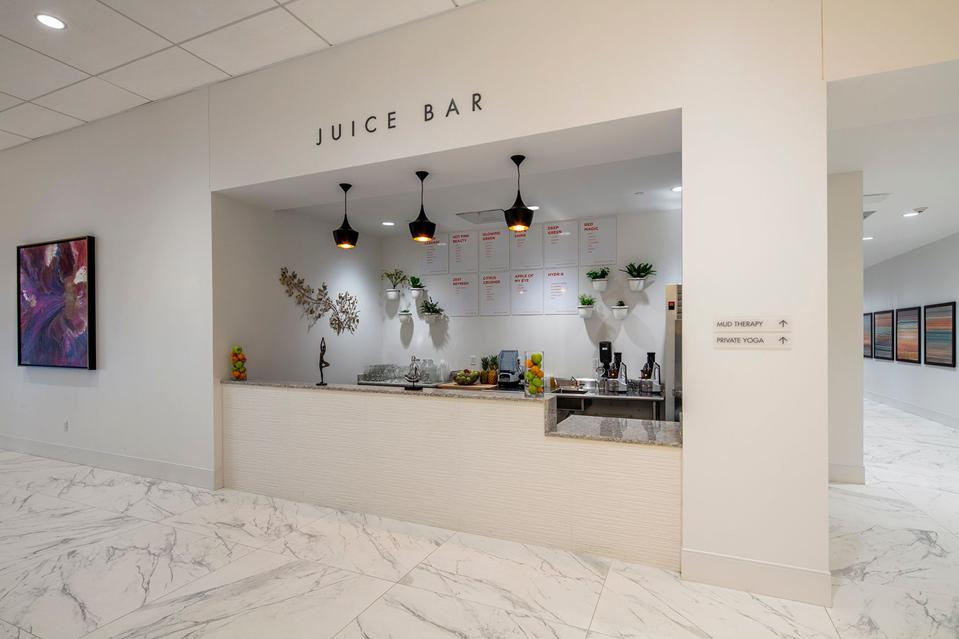 The juices are selected specifically for each guest with respect to his/her needs