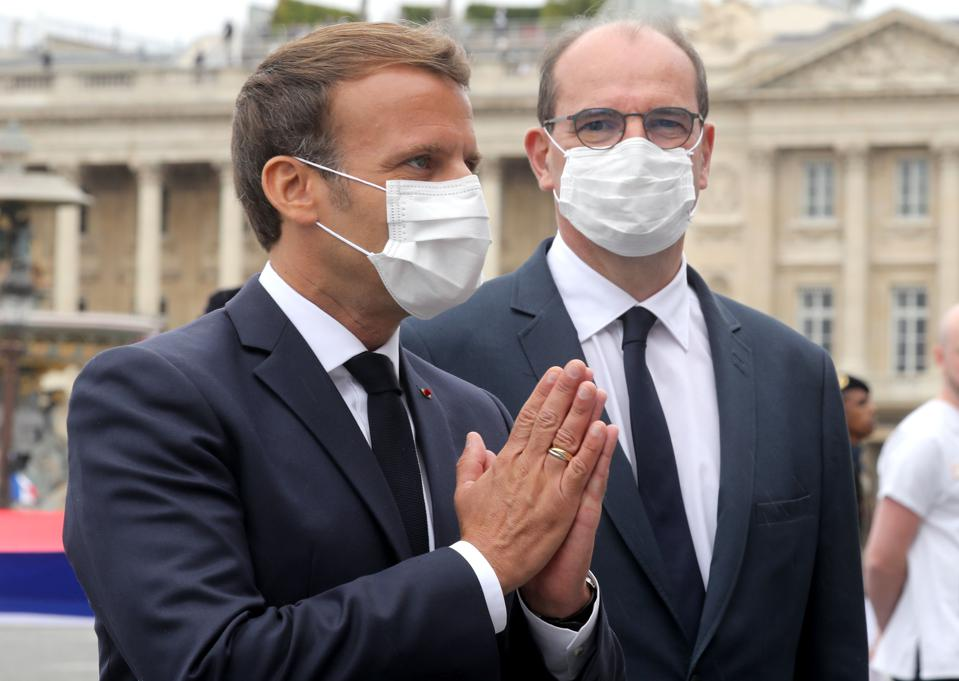 French President Emmanuel Macron (L) and Prime Minister Jean Castex