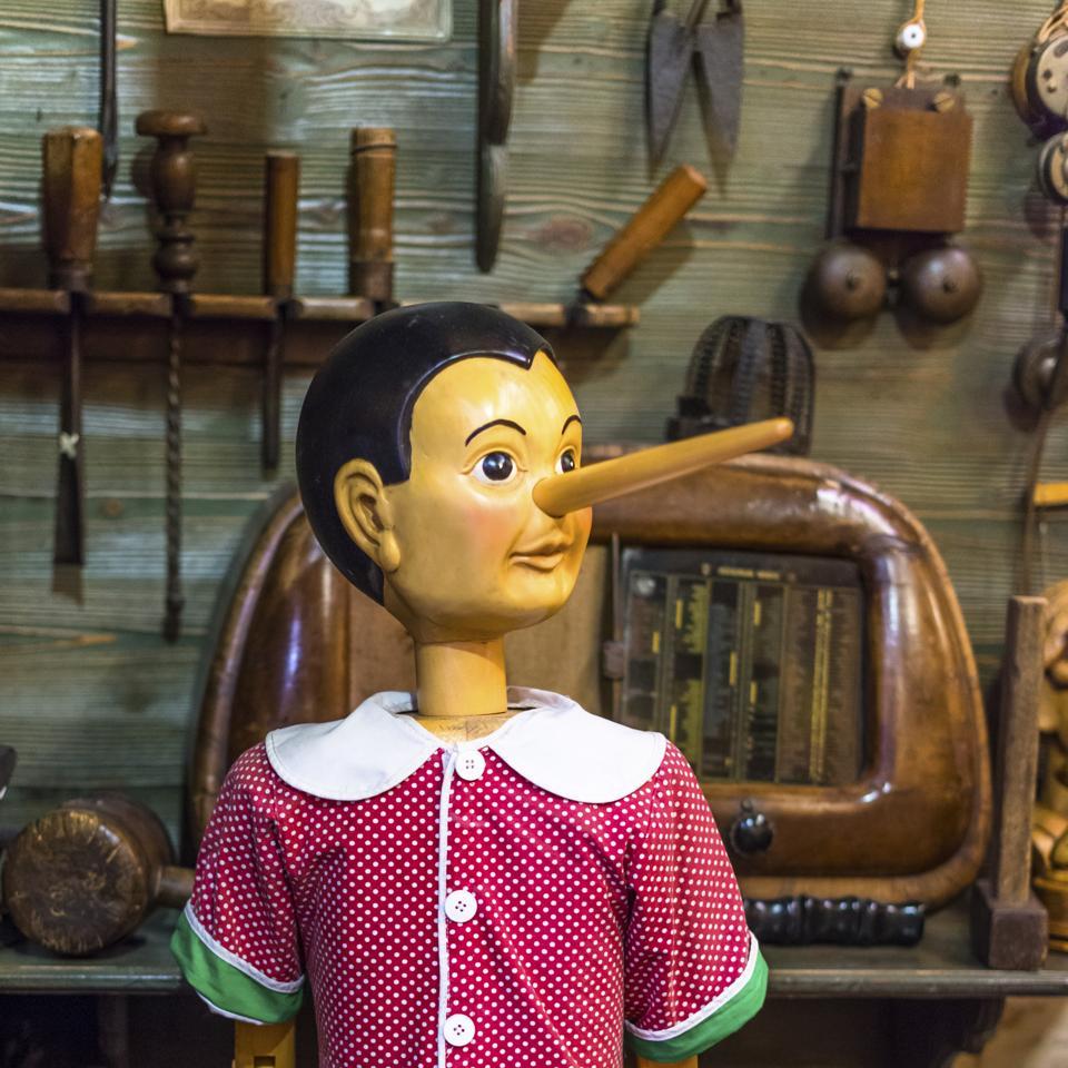 Bartolucci traditional toy shop with wooden Pinocchio dolls on Via dei Pastini, Rome, Lazio, Italy