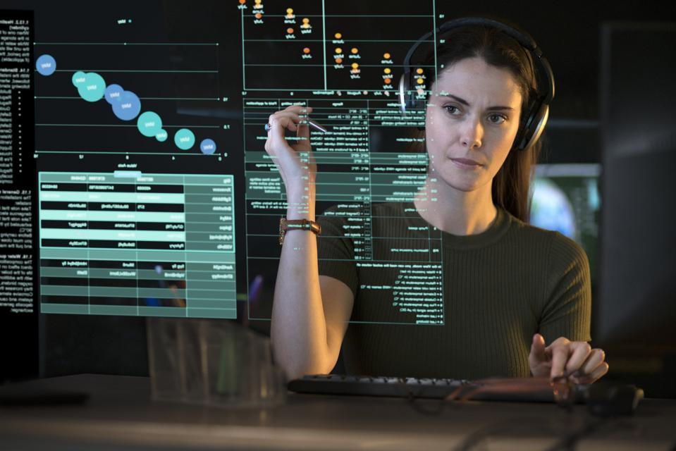 Data screen woman