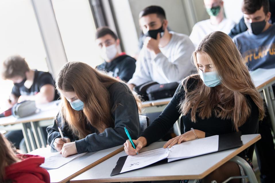 Coronavirus - teaching in a school class