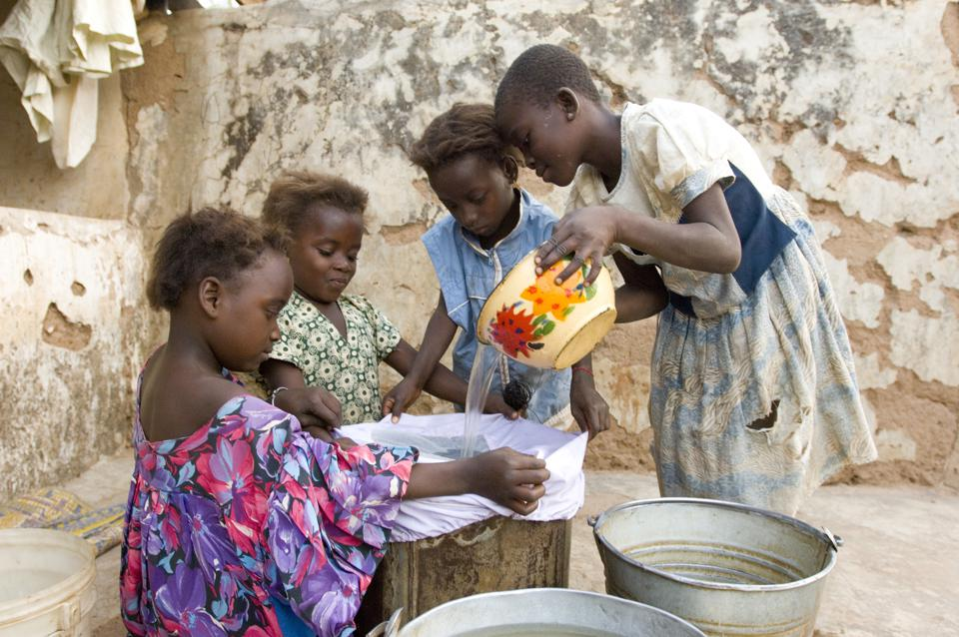 Ghana - Guinea Worm - Children Filter Drinking Water