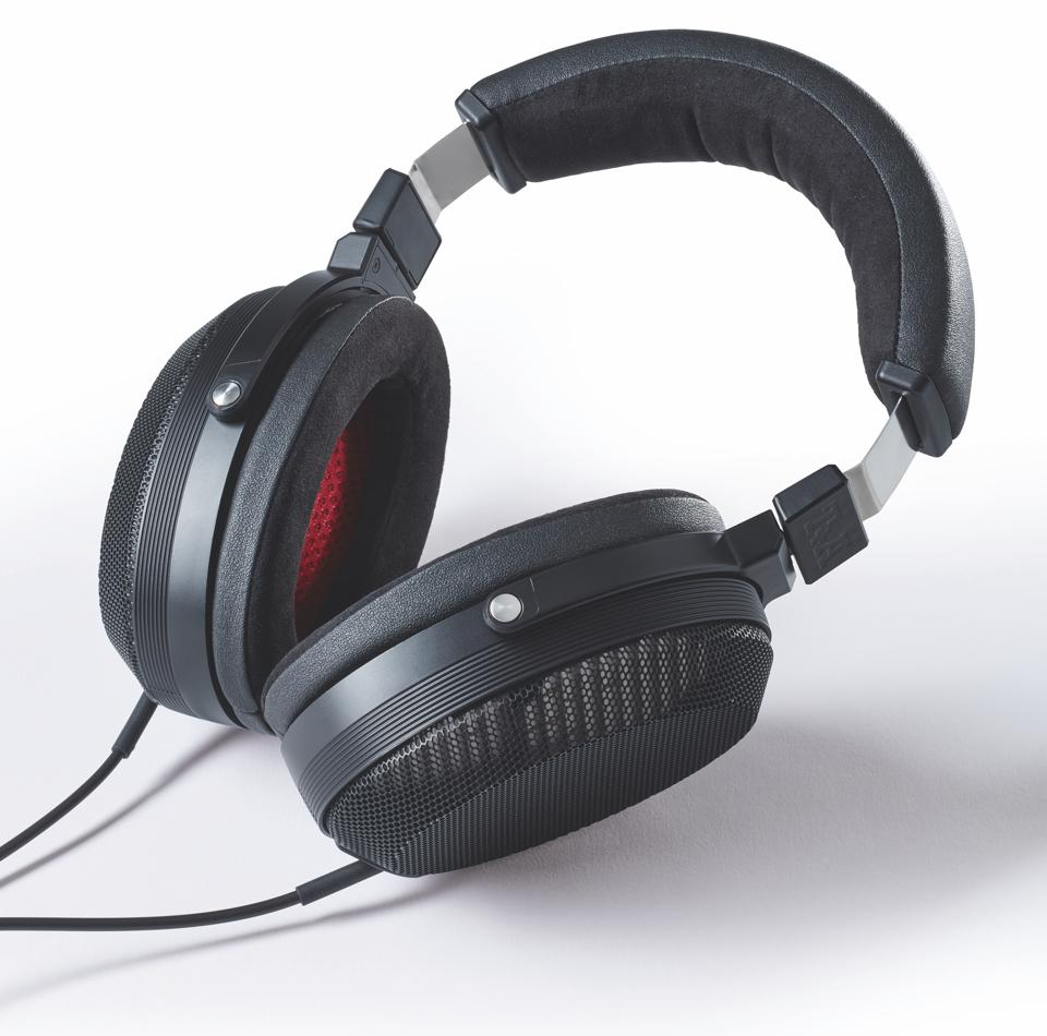 Product shot of T+A Solitaire P-SE headphones on a white background