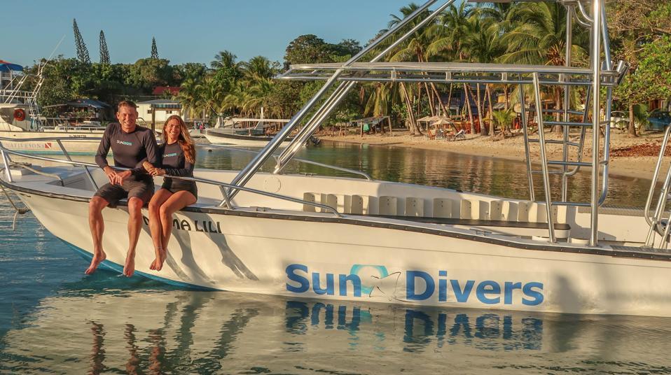 Natalie & Shannon Shuman, intrepid entrepreneurs on their dive boat in Honduras