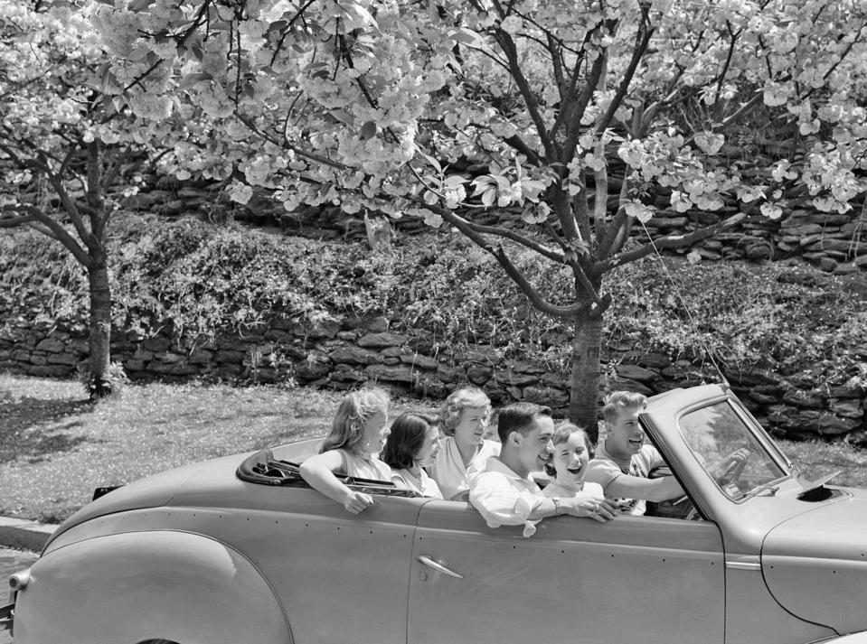 1950s 6 TEENAGERS 2 BOYS.