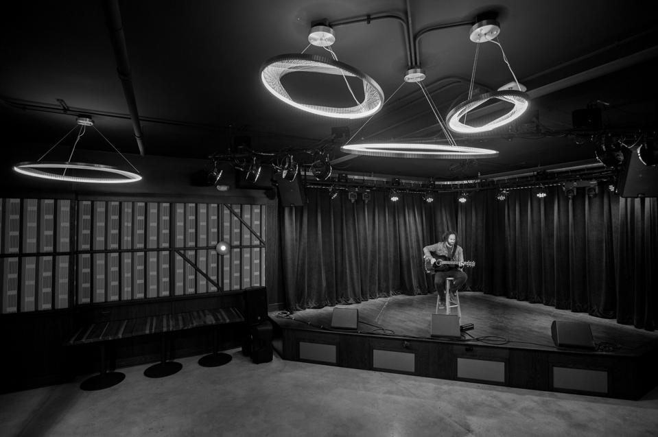 Chicago-based singer songwriter Todd Kessler performs on stage in an empty venue, as small independent venues remain shuttered amidst the COVID pandemic in America. Monday, January 18, 2021 at Hey Nonny in Arlington Heights, IL (Photo by Barry Brecheisen)