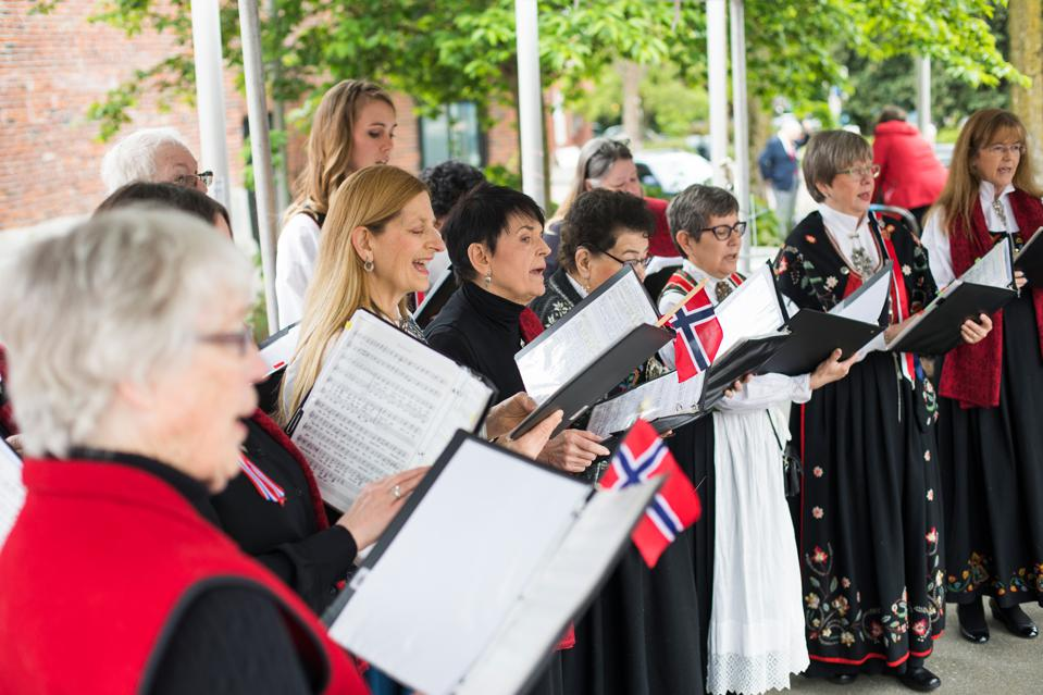 A Norwegian American choir at the Norway National Day celebrations in the USA.