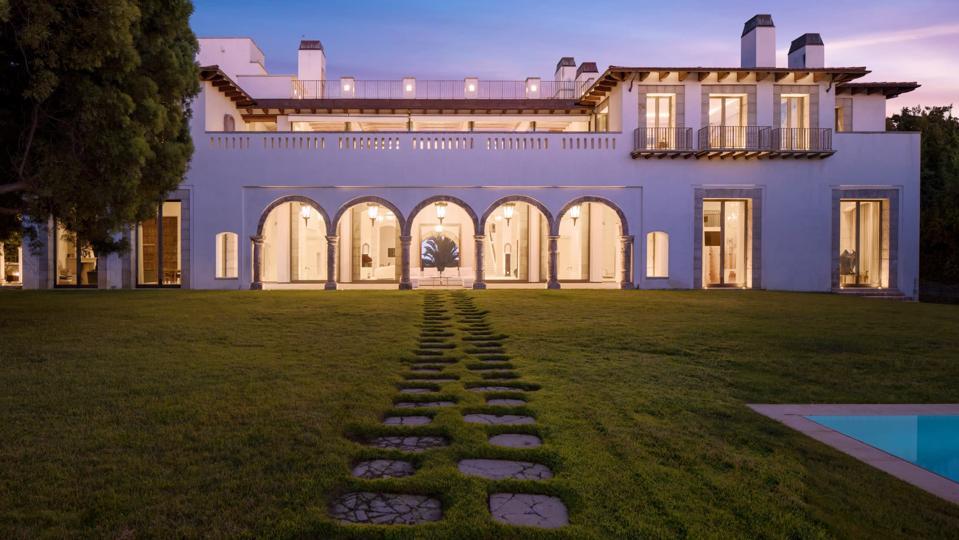 Eva Chow's Beverly Hills estate on Mapleton Drive