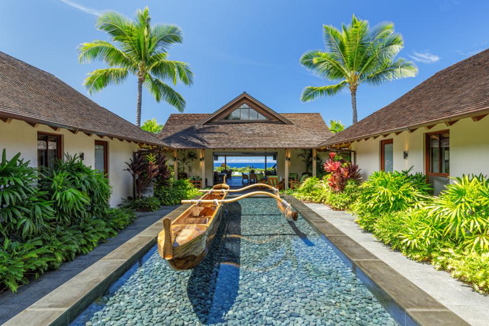 courtyard outside 73-4746 aukai pl in kalua-kona, hawaii