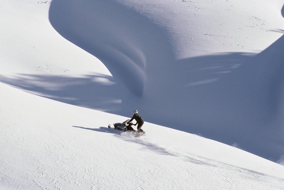 Snowmobiling in Togwotee Pass