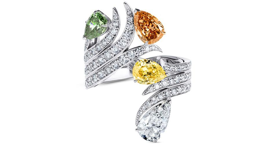 The Idunnu ring features three pear-shaped fancy-colored diamonds