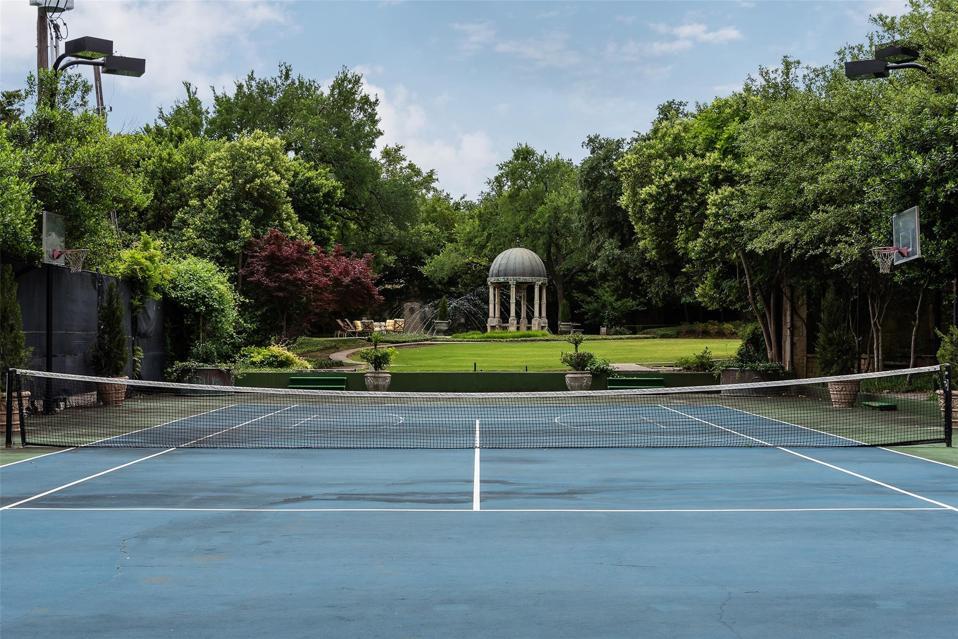 courts 4444 Valley Ridge