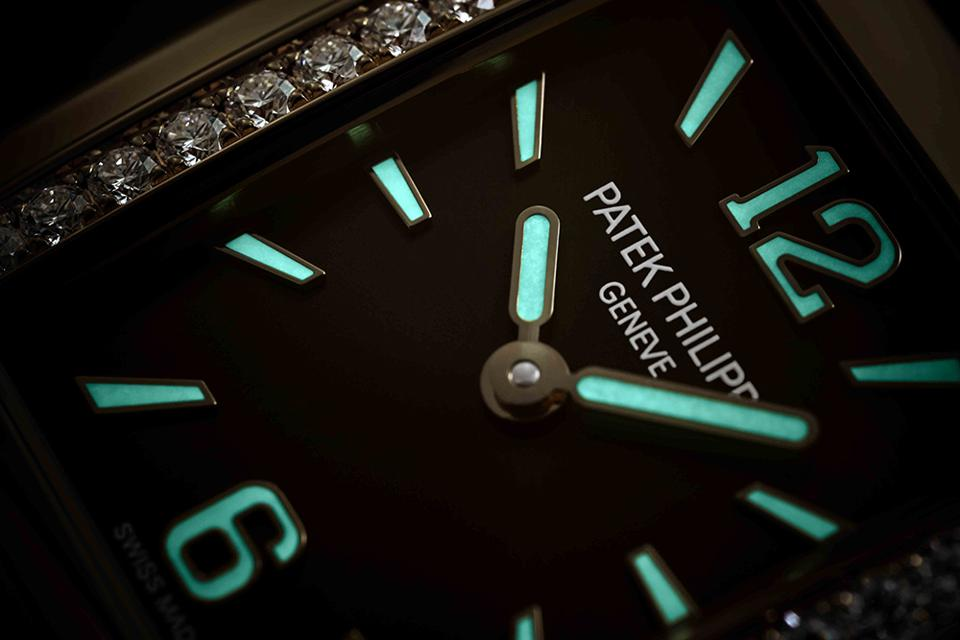 The gold applied numerals on the Patek Philippe Twenty-4 are applied with Super-LumiNova.