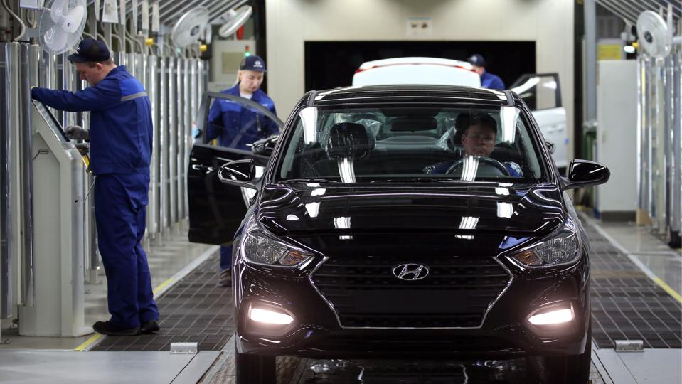 One-and-a-half millionth car rolls off production line at Hyundai Motor Factory in Russia