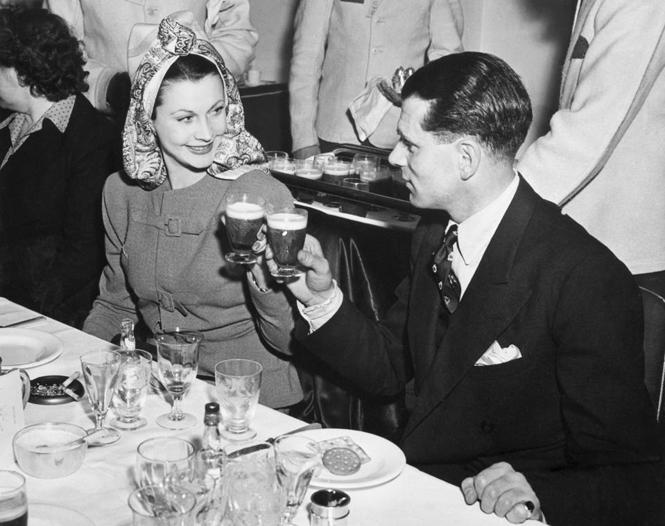 Lawrence Olivier And Vivien Leigh Drink