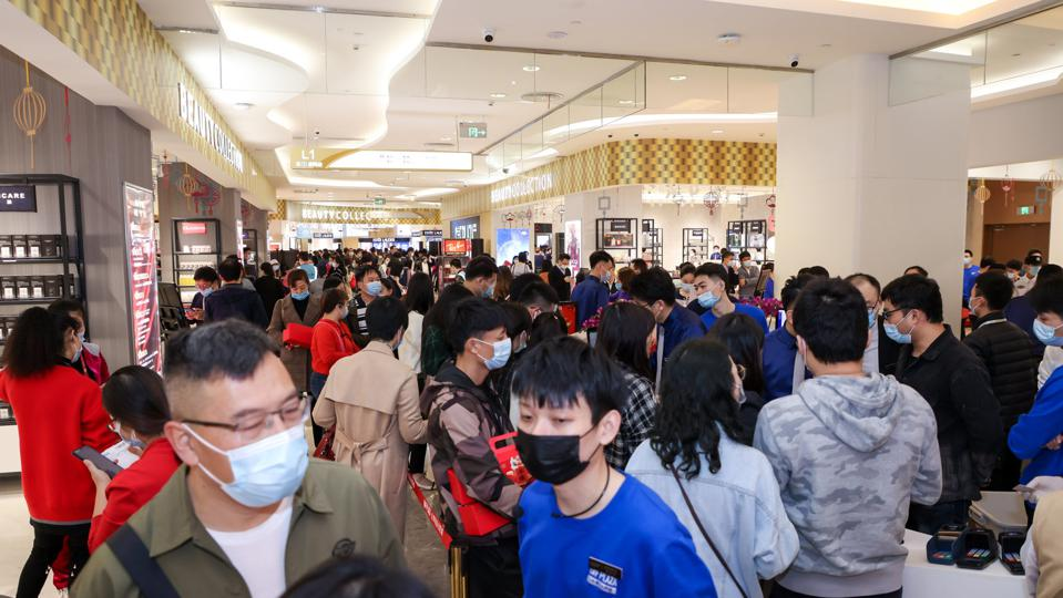 Crowds gather for the opening of Dufry and Hainan Development Holdings store, GDF Plaza.