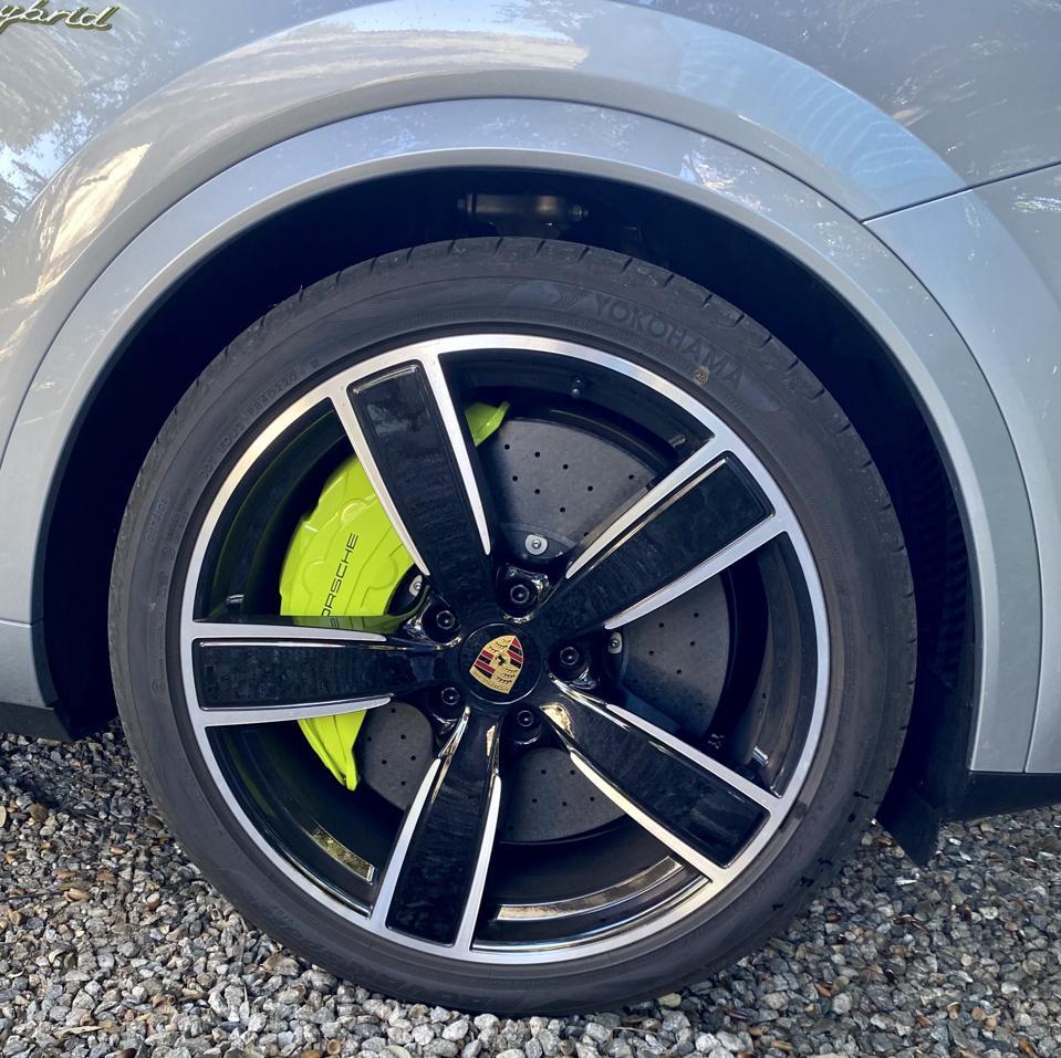 Acid green calipers indicate ″hybrid″ in Porsche design language.