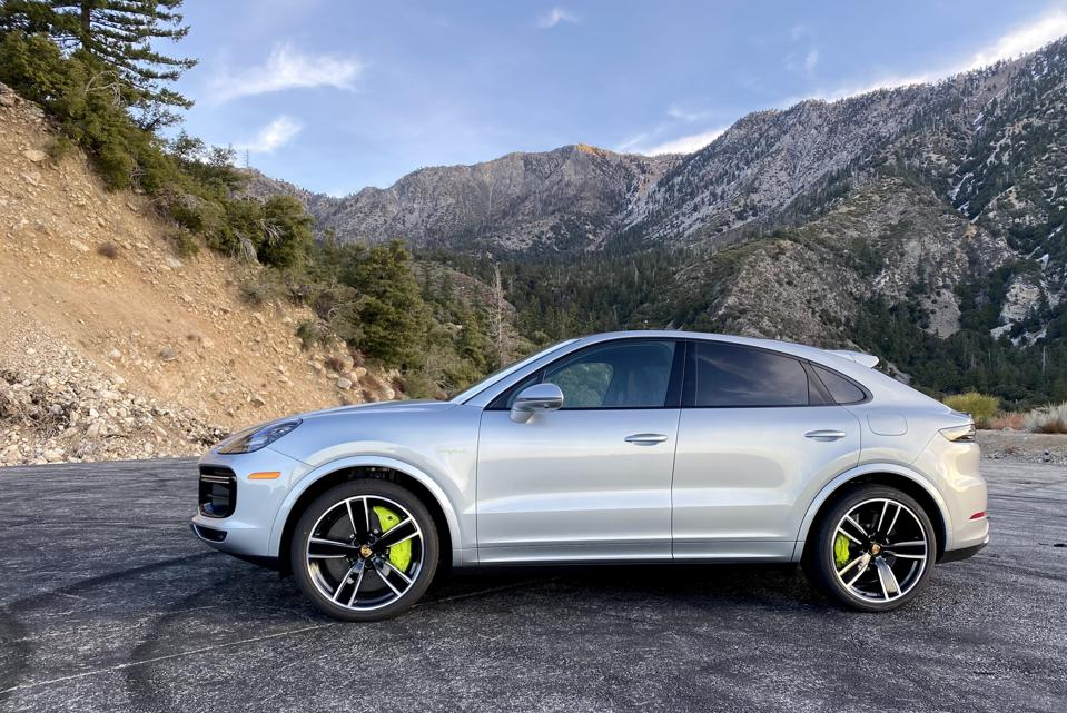 Cayenne Turbo S e-Hybrid  delivers an experience distinct from other Super-SUVs.