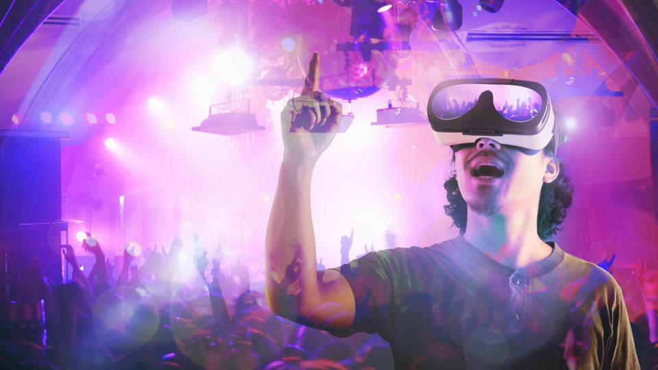 Man enjoying a concert in virtual reality