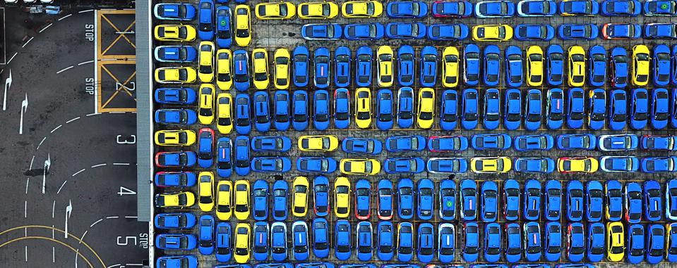 winning photo Sony World Photography Awards of blue and yellow cars taken from above.