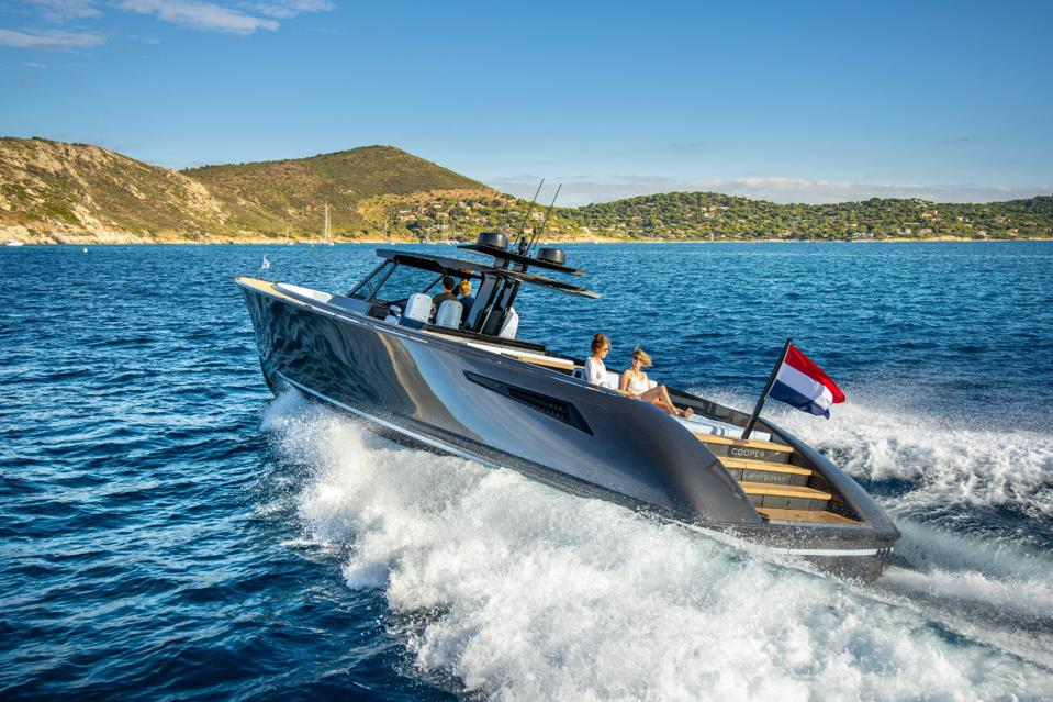 Stern view of the Wajer Yachts 55S