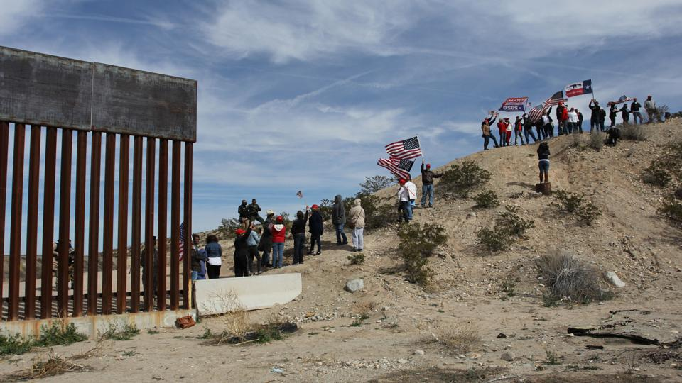 MEXICO-US-BORDER-WALL-SUPPORTERS-DEMO