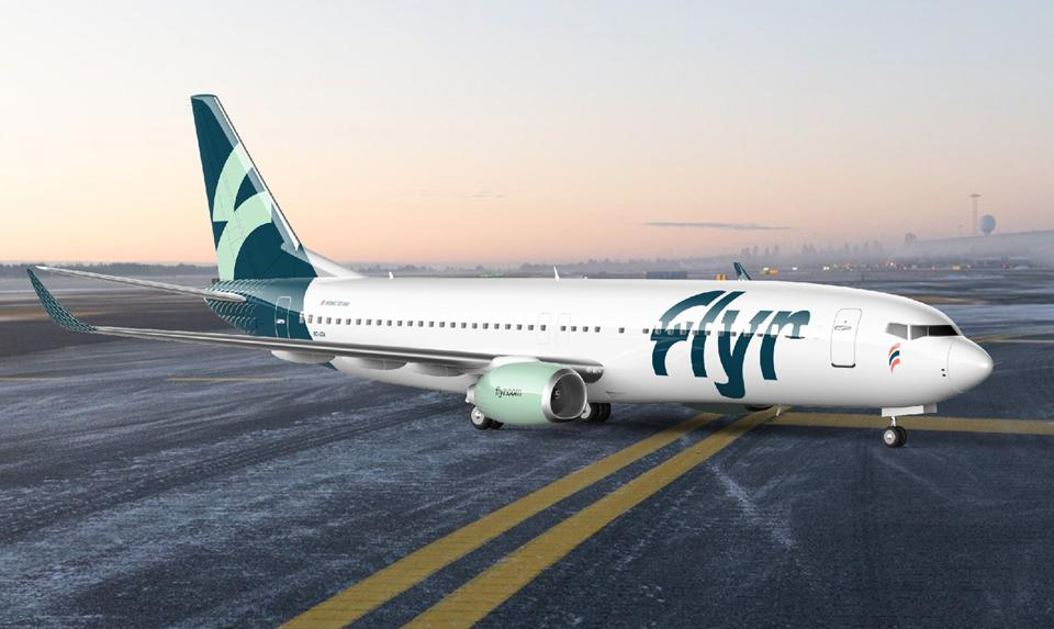 The new green and white livery on a Flyr Boeing 737-800.