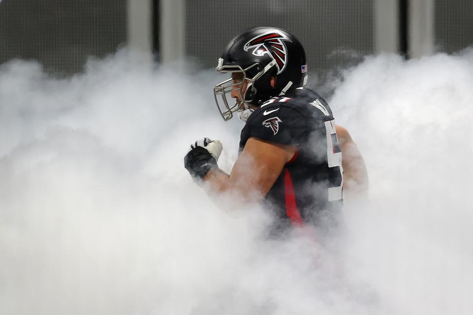 Falcons center Alex Mack against the Raiders.