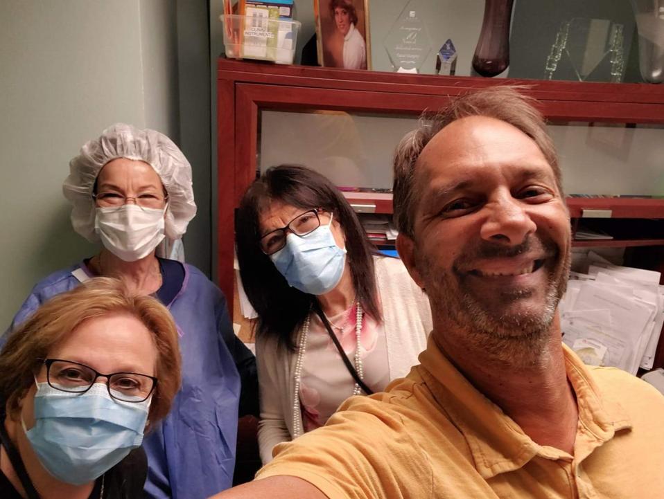 Happy healthcare workers with Kirschen