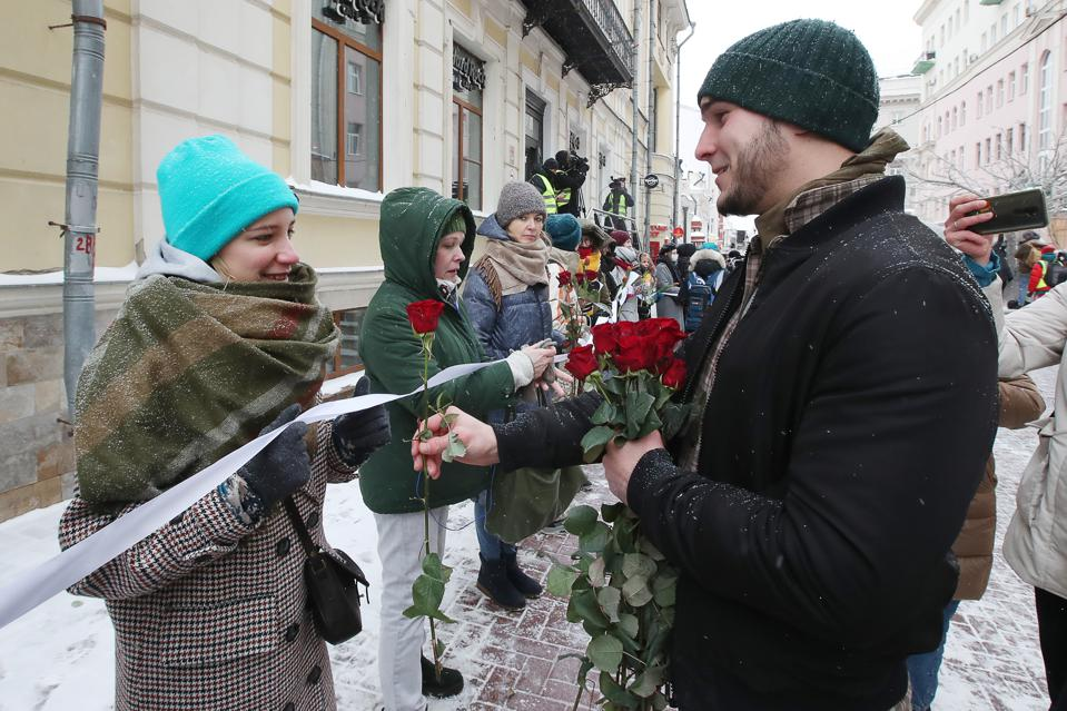 Unauthorized rally in solidarity with political prisoners in Moscow