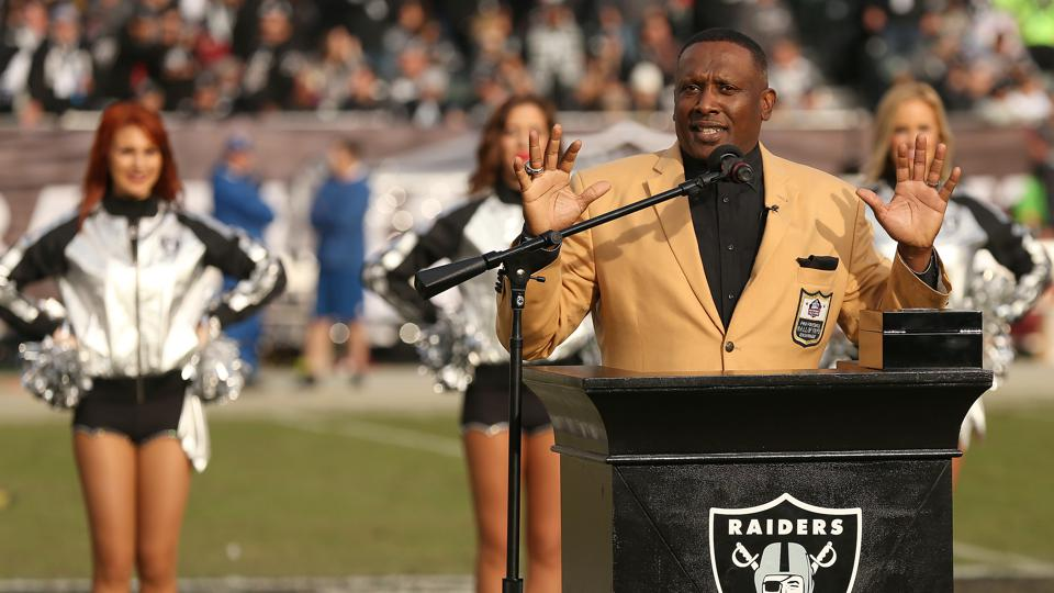 Tim Brown speaks of his induction into the Pro Football Hall of Fame at a 2015 Raiders game