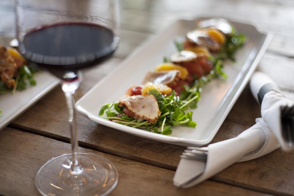 Seared fish salad with wine