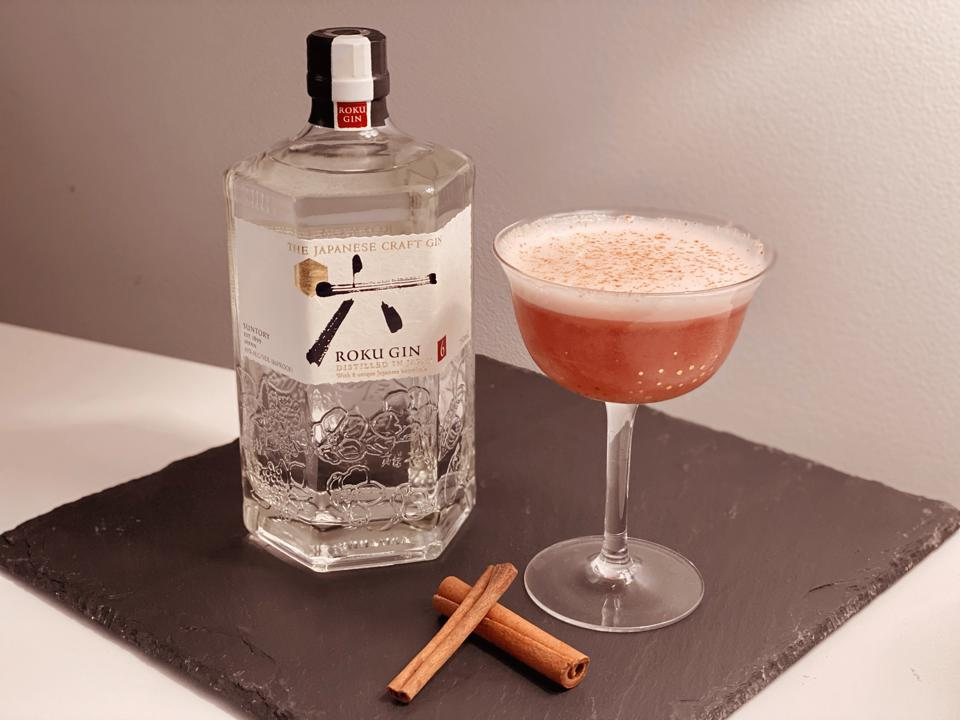 Bottle of Roku Gin with Roku Winter Sour cocktail