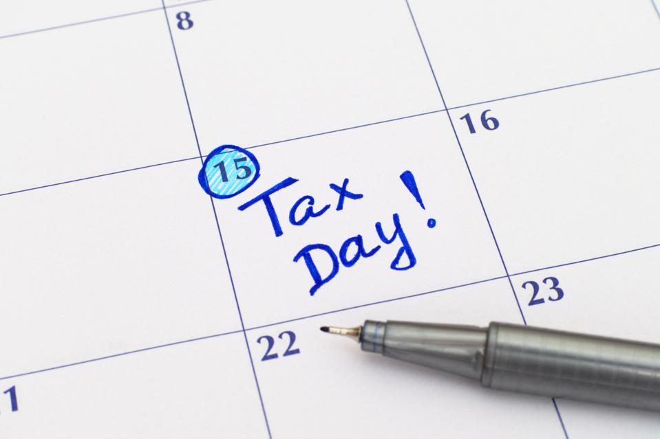 Reminder Tax day in calendar with pen