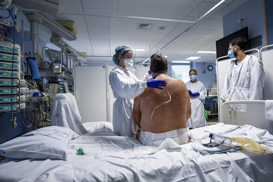 Portugal's Covid-19 Infection Spike Floods Hospital ICU