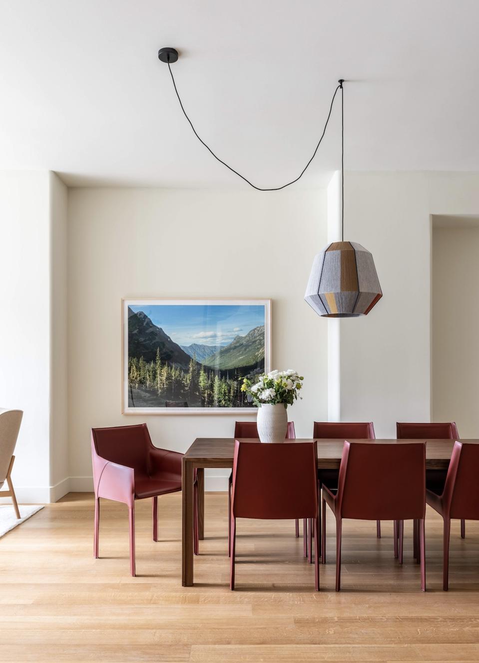Les courbes douces de l'architecture intérieure correspondent à l'extérieur.