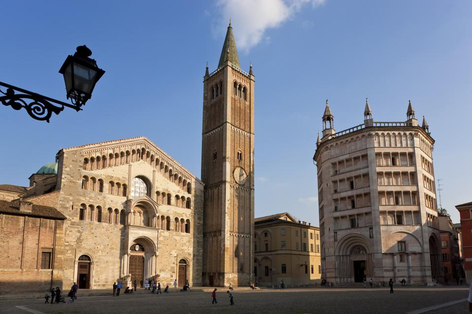 Parma Cathedral and Baptistery on right, Parma, Emilia Romagna, Italy